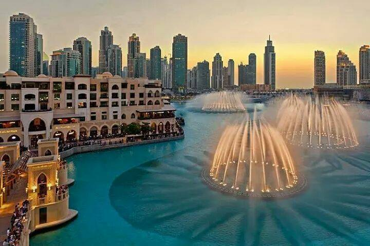 Dubai Fountain to visit with the family