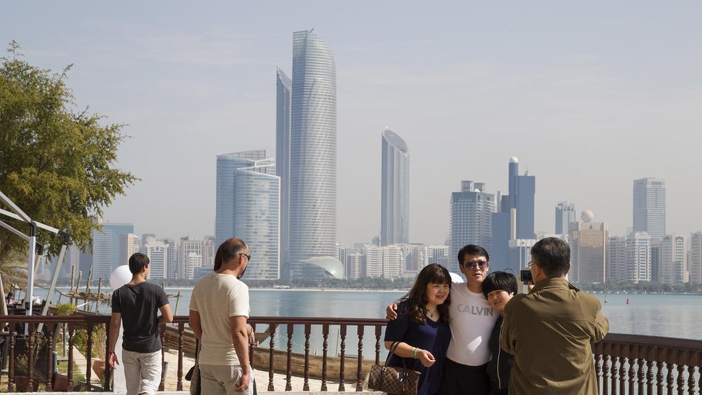 Avoid clicking photographs in Dubai