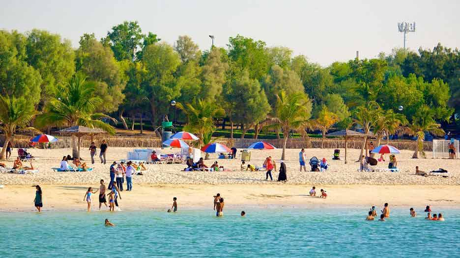 Al Mamzar Beach Park is the best places to visit free in sharjah