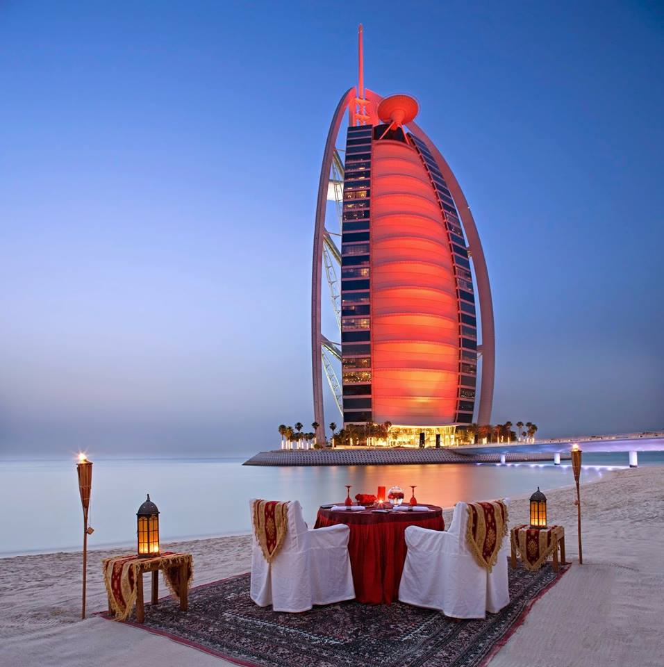 Dinning On the Beach Images And Pictures With a view Of Burj Al Arab