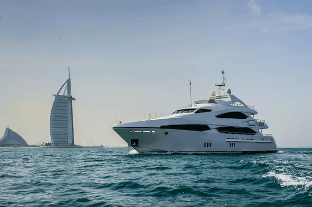 Yacht Cruises in Dubai