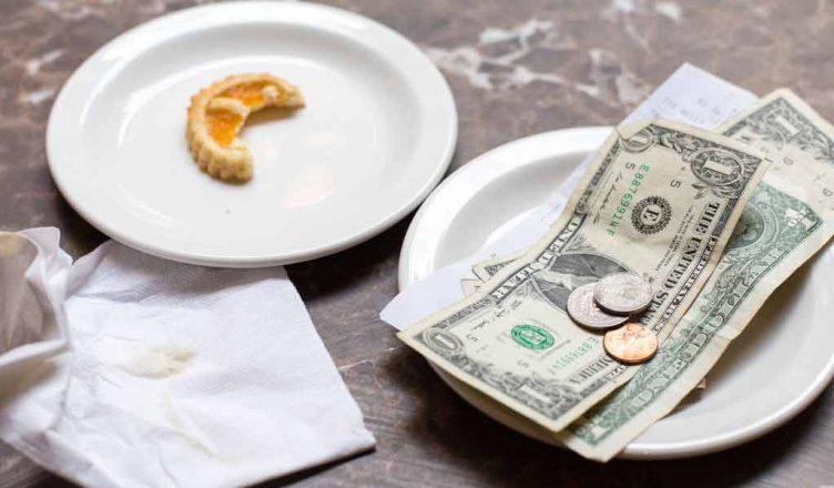 Tipping in a restaurant in dubai